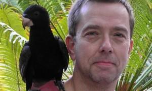 ludwig-mario-mit-schwarzem-papagei-1092x1092